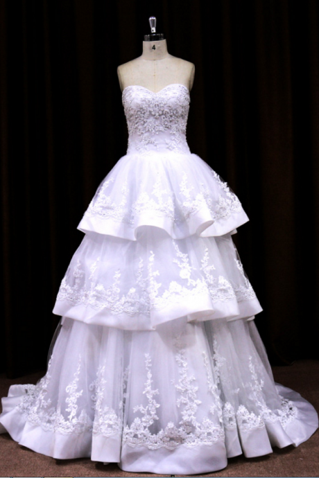 Designer Sweetheart Ball Gown Wedding Dress With Layer Skirt And Beaded Embroidery